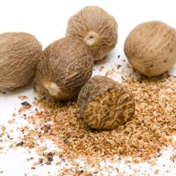 whole-and-grated-nutmeg_900x900.jpg